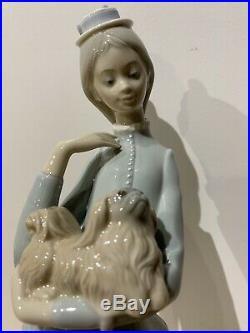 Lladró Vintage Lady Holding A Spaniel Dog And Umbrella Porcelain Figurine