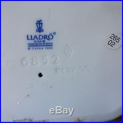 Lladro Waiting for Your Letter #6852 Figurine Girl by Mailbox with Dog Retired