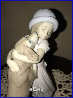 Lladro Warm Welcome #6903 Girl With Golden Retriever Dog Beautiful Piece