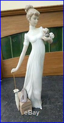 Lladro figurine #6753 TRAVELLING COMPANIONS Lady with Dog excellent