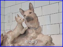 Lladro figurine German Shepherd With Puppies 06454
