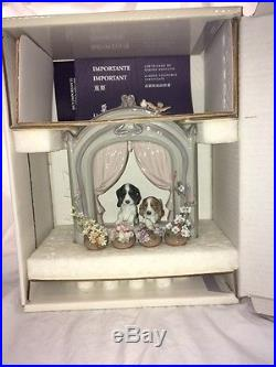 Lladro figurine, Please Come Home Adorable dogs wait at window