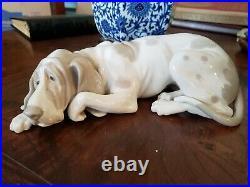 Lladro figurines collectible Blood Hound Dog, model 1067