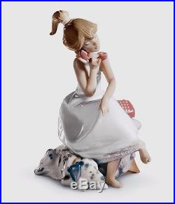 Lladro girl with a dog on a phone 01005466 CHIT-CHAT 5466 in original Box