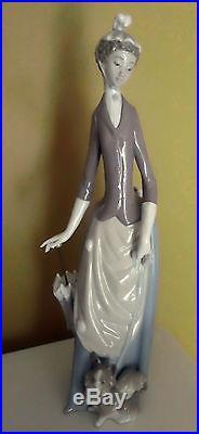 Llardo Retired Figurine Stroll Lady withUmbrella & Dog #4761
