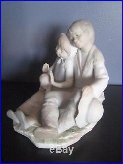 Mint Retired Lladro #1230 Friendship Figurine Boy Girl Puppy Dog Matte xmas gift