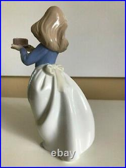NAO BY LLADRO PUPPY'S BIRTHDAY GIRL WITHCAKE PUPPY DOG Hand Made in Spain