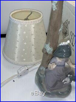 Nao/Lladro Retired Lamp/figurine Girl Chased by Dog In Mint Condition with Box