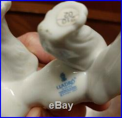 P234 Lladro Mint #6829 Dog With Bird On His Tail Unexpected Visit