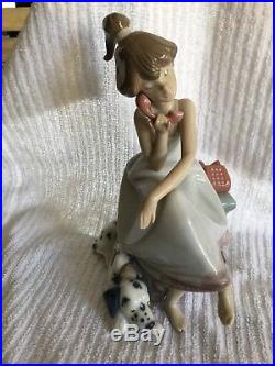 PERFECT Lladro Figurine Chit Chat Girl with Dog porcelain figurine 5466