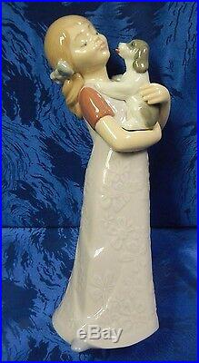 Puppy Cuddles Girl Holding Dog Porcelain Figurine Nao By Lladro #1535