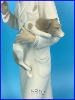 Rare Matte Lladro Veterinarian Vaccinating Dog 13 Figurine C. 1972 #4825 Retired