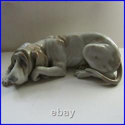 Rare retired porcelain Lladro dog'old dog' figurine bloodhound 1067 PERFECT