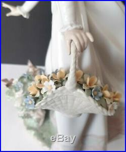 Retired 6639 Lladro Porcelain Figurine Sunday Stroll Flowers in hand WithDog