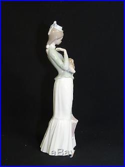 Retired Lladro Figurine 4893 Walk With The Dog 15
