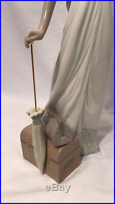 Traveling Companions Lladro 6753 / Lady with dog FREE SHIPPING