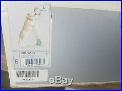 WARM WELCOME GIRL WITH DOG PORCELAIN FIGURINE BY LLADRO 6903 with box
